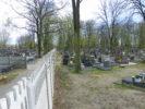 Mur na cmentarzu dzieli żywych